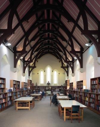 Thư viện của trường vào mùa hè
