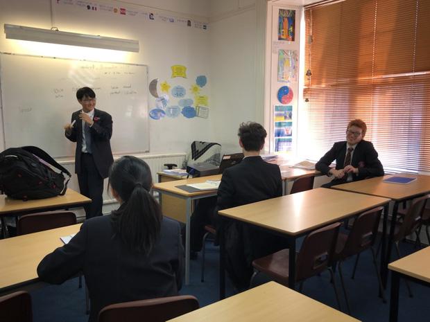 Thái Anh trở thành trợ giảng môn tiếng Latin tại trường.