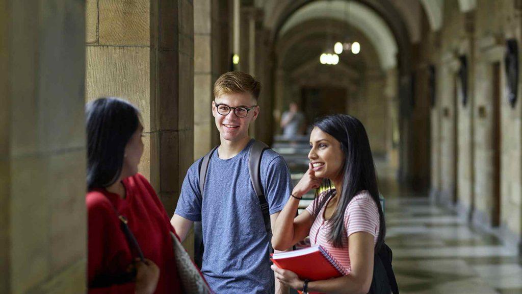 Du học Anh với chương trình dự bị đại học